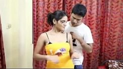 Shruti Bhabhi Hot Yoga Hint Erotik Film izle